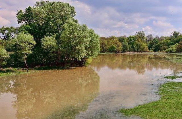 Cod PORTOCALIU de inundatii pe rauri din 5 judete. Cod GALBEN in 24 de judete