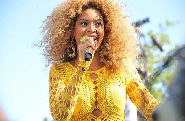 Vezi cum arata Beyonce gravida in costum de baie