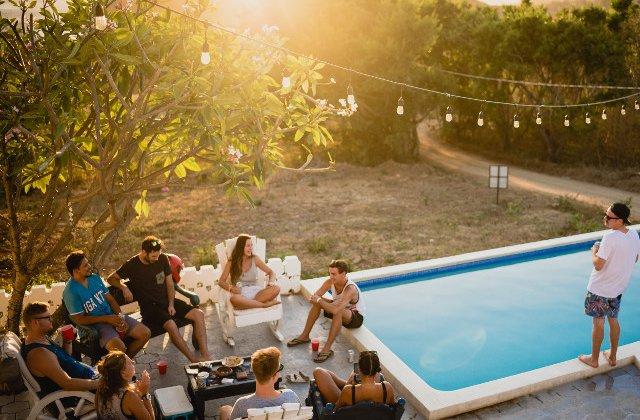 6 sfaturi de care sa tii cont cand esti invitat la o petrecere