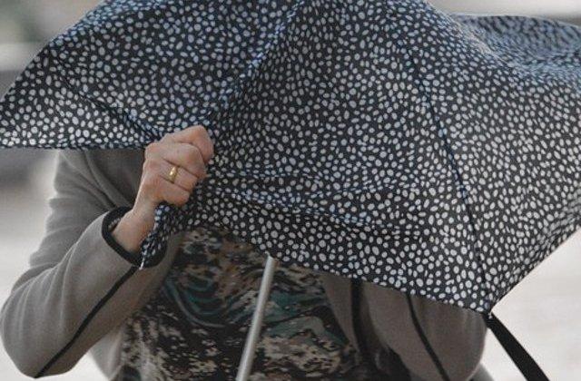 Ploi torentiale si vijelii in Bucuresti, pana la ora 15:00
