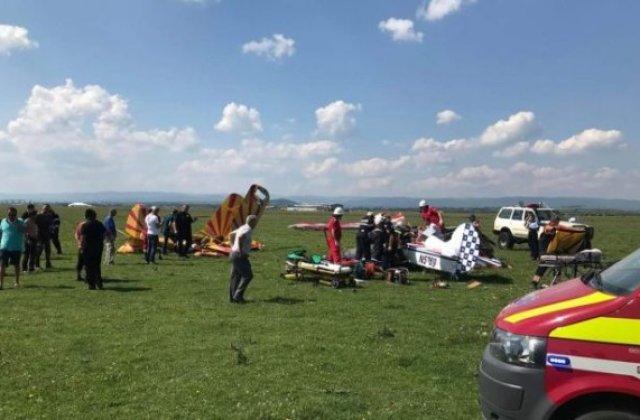 Suceava: Doua avioane de mici dimensiuni s-au ciocnit in aer si s-au prabusit. Unul dintre piloti a murit