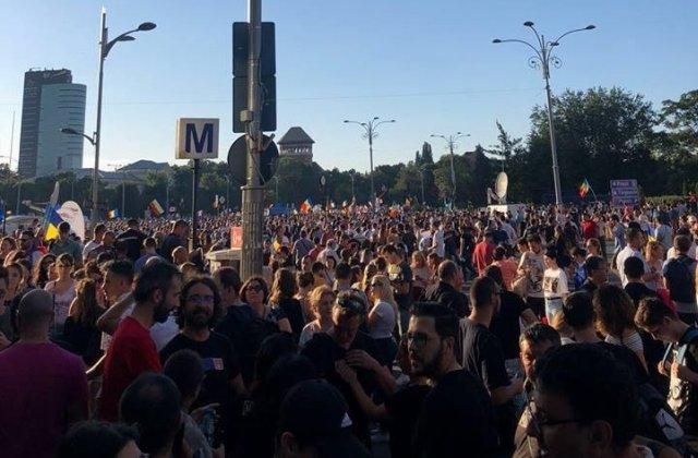 Noi proteste in fata Guvernului: Zeci de mii de oameni s-au strans in Piata Victoriei