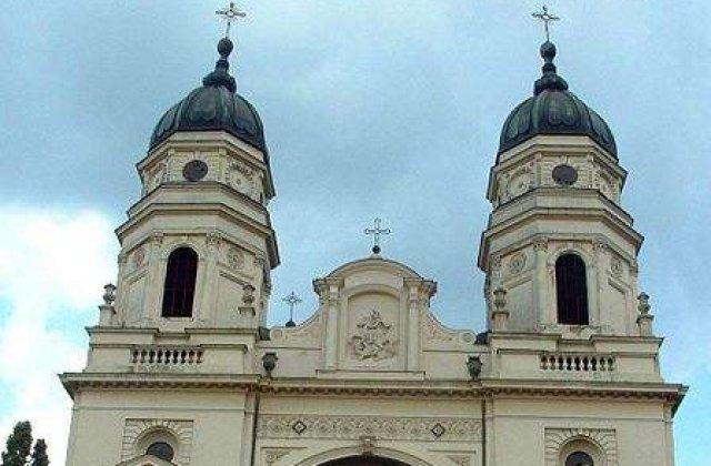 Iasi: 8.000 de pelerini asteapta sa se inchine la moastele Sfintei Parascheva