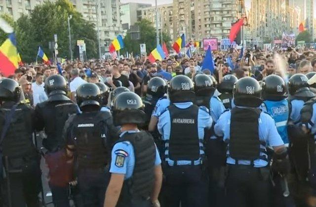 USR: Prefectul si Jandarmeria joaca pase cu responsabilitatea interventiei brutale de la protestul din 10 august