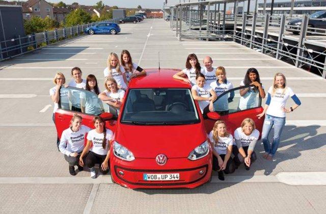 Cati oameni incap in cel mai mic Volkswagen?