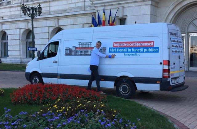 """USR a depus la Parlament primele 300.000 de semnaturi pentru initiativa """"Fara penali in functii publice"""""""