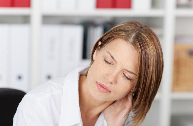 4 afectiuni declansate de statul pe scaun, la birou