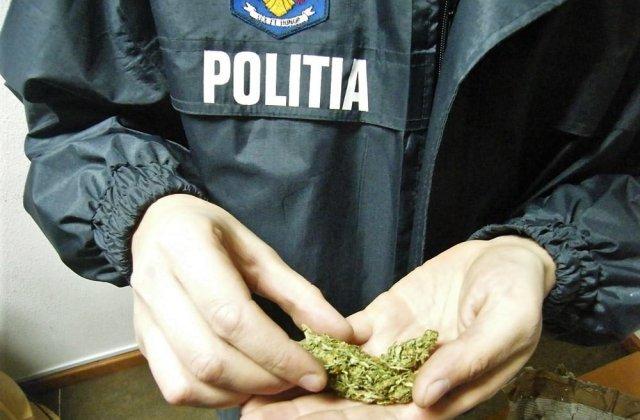 IGPR: Zeci de kilograme de droguri si peste 350.000 de euro, confiscate in urma perchezitiilor in ultimele doua saptamani