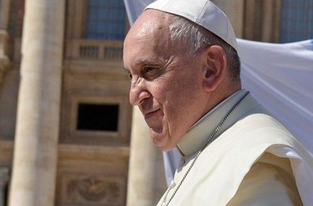 Papa Francisc: Persoanele gay nu ar trebui sa faca parte din Biserica Catolica