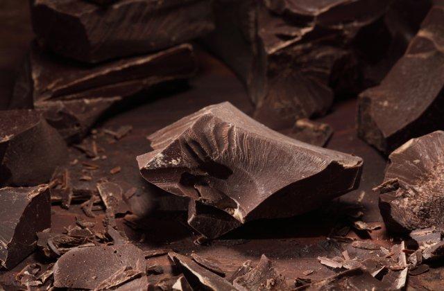 """Un """"rau"""" de ciocolata care provenea de la o fabrica de praline a inundat strazile unui oras din Germania"""