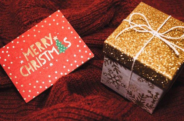 9 idei de cadouri cu dimensiuni mici, dar care sunt pline de valoare