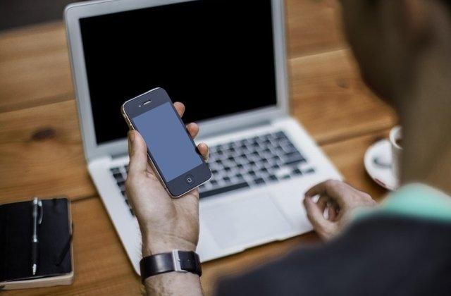 Angajatii Huawei sanctionati pentru ca au utilizat telefoane Apple