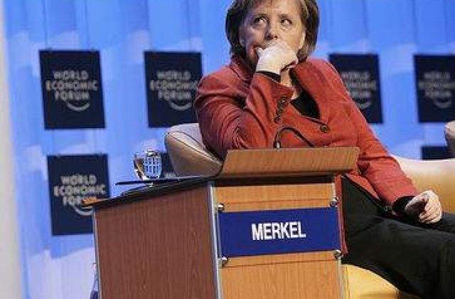 Angela Merkel, in uniforma nazista