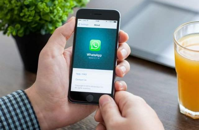 WhatsApp va reduce la cinci numarul destinatarilor unui mesaj, pentru a combate zvonurile