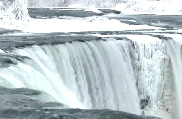 Imagini impresionante de la Cascada Niagara, dupa ce temperaturile au ajuns la -18 grade / VIDEO