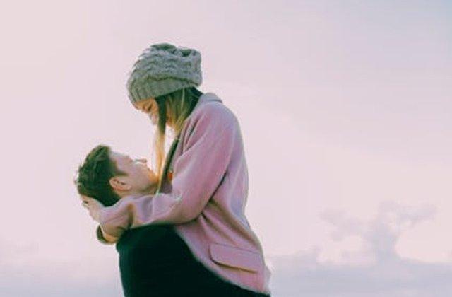 Cum iti dai seama ca esti prea implicata in relatie? 8 lucruri care ar trebui sa iti dea de gandit