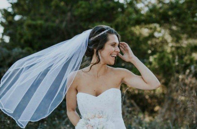 "Mireasa oarba, surprinsa de gestul emotionant al fotograful nuntii care i-a permis sa ""vada"" pozele nuntii"