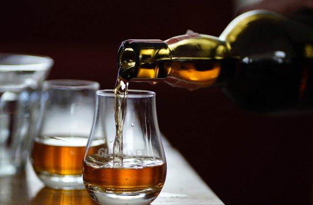 De ce oamenii inteligenti si puternici prefera sa bea whisky sau... whiskey