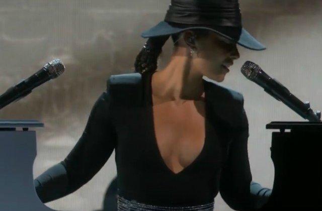 Alicia Keys a cantat la doua piane in acelasi timp, la decernarea premiilor Grammy VIDEO