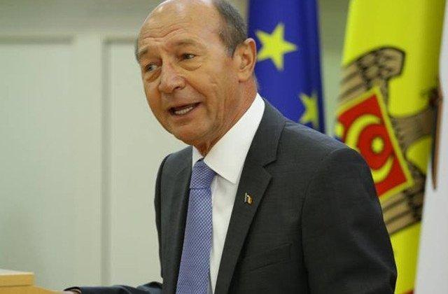 """Basescu ii critica pe Turcan si Barna pentru ca nu au atras atentia asupra """"derapajelor"""" de la Congresul UDMR"""