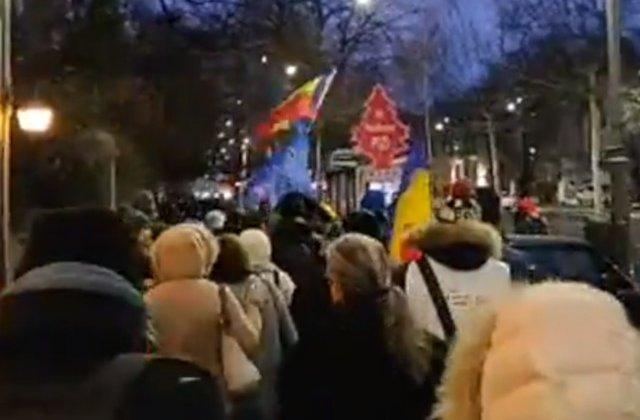 Aproximativ 10.000 de oameni protesteaza in Piata Victoriei. Proteste si in marile orase din tara / VIDEO