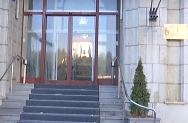 Protest la Ministerul Justitiei. Protestatarii au aruncat cu oua spre cladire/ VIDEO