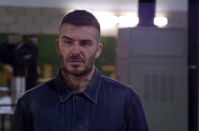 """David Beckham, victima unei farse: jucatorului i s-a dezvaluit o statuie """"ingrozitoare"""" care nu seamana cu el"""