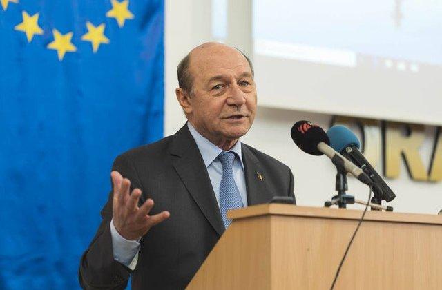 Traian Basescu: PSD-ul i-a mintit pe pensionari. Eu macar am avut curajul sa fiu cinstit cu ei