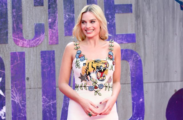 10+ tinute atent alese prin care Margot Robbie s-a facut remarcata in ultimii 7 ani