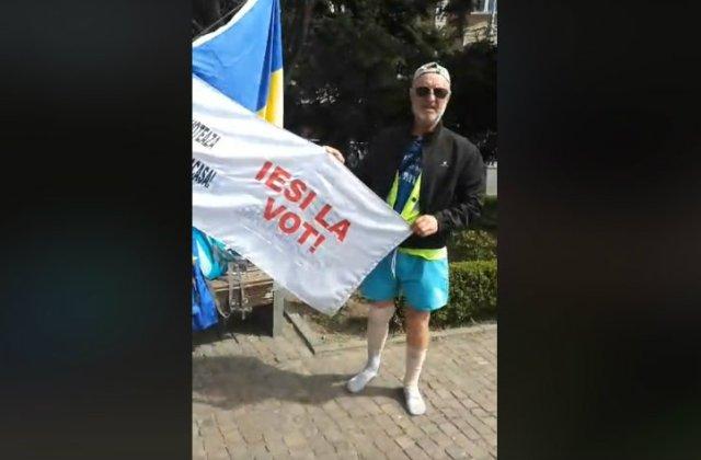 Un bucurestean a mers pe jos 500 de kilometri, pentru a-i indemna pe oameni sa mearga la vot