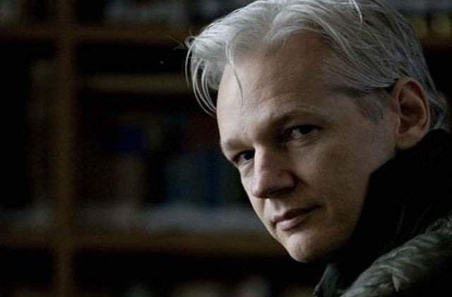 Julian Assange, dispus sa coopereze cu autoritatile suedeze. Tatal sau cere guvernului australian repatrierea