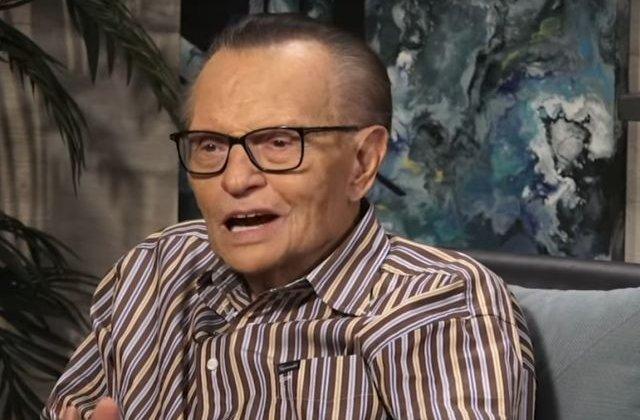 Jurnalistul Larry King ar fi suferit un atac de cord/ VIDEO