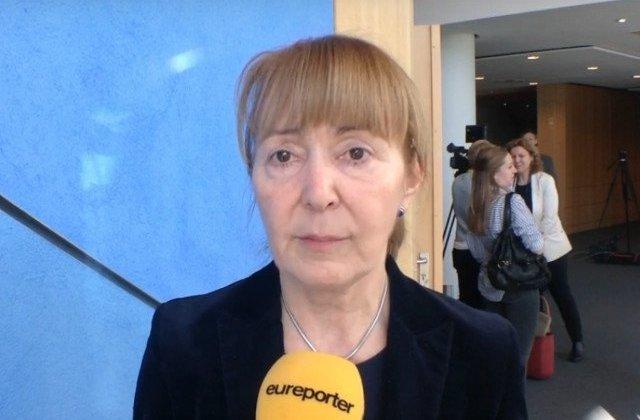 Monica Macovei: Incetati sa mai negociati politic functiile din CCR! Un alt caz Dorneanu nu e de dorit!