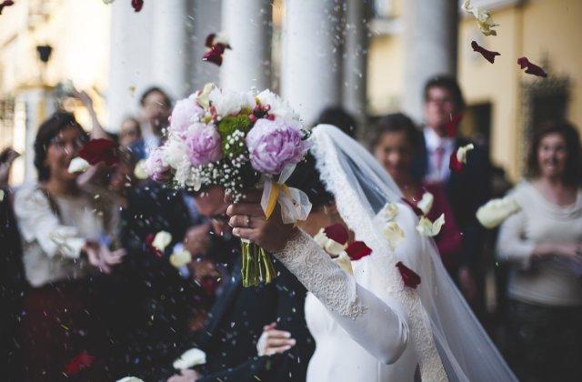 Reguli de eticheta: 8 lucruri pe care nu ar trebui sa le porti niciodata la o nunta