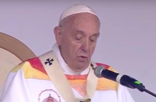 Papa Francisc, la Iasi: Aici, impreuna cu voi, se simte caldura de a fi in familie