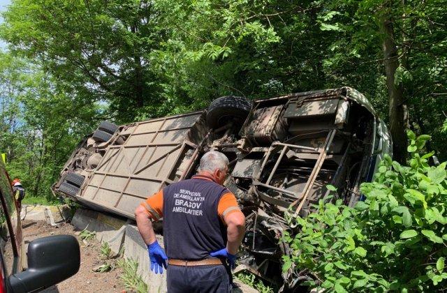 Un autocar cu 29 de copii s-a rasturnat intre Rasnov si Predeal