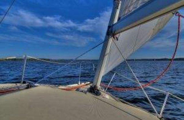 Doua zile, in largul marii: Un yacht a esuat intr-un banc de nisip