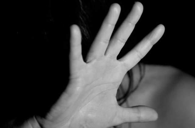 O romanca fara adapost, arestata in Sicilia pentru ca si-a obligat fiica in varsta de 13 ani sa se prostitueze