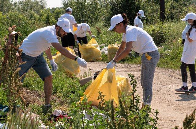 Nestle a mobilizat peste 400 de voluntari in actiuni de ecologizare de-a lungul Dunarii si la Marea Neagra