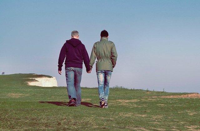Sapte cupluri gay au dat Romania in judecata la CEDO si cer recunoasterea familiilor lor