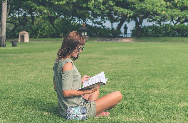 Lectura in vacanta: 10 carti care merita citite in aceasta vara