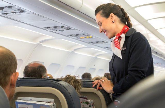 7 lucruri pe care sa nu i le spui niciodata unui insotitor de zbor