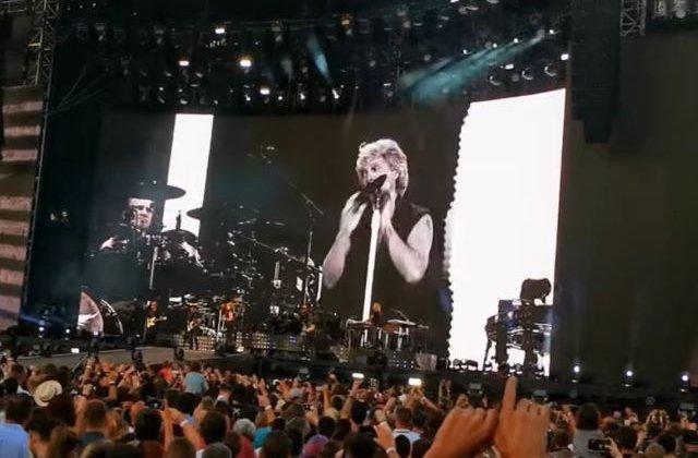 Concert Bon Jovi: Sute de oameni ar fi urmarit spectacolul fara sa plateasca, din curtea Palatului Parlamentului/ VIDEO