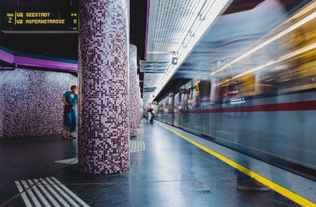 Parfumarea aerului de la metrou, un proiect respins de calatorii din Viena