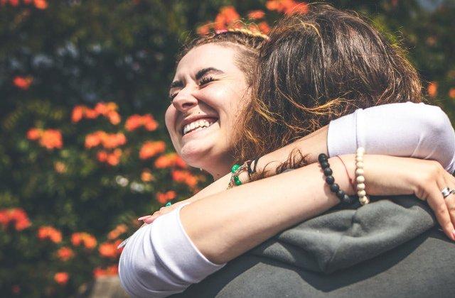 6 tehnici ce te ajuta sa-ti dezvolti empatia (+ 5 pasi de urmat pentru a rezona mai bine cu cei din jur)