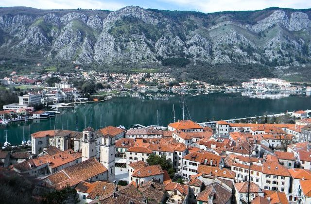 Atentionare de calatorie pentru Muntenegru: Temperaturi ridicate si incendii de vegetatie