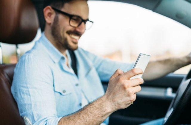 Soferii nu mai au voie sa tina telefonul in mana la volan: amenda maxima este de 1.160 lei