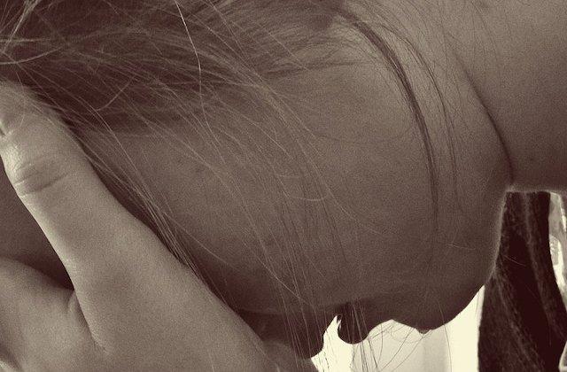 O fata de 15 ani a fost violata de tatal sau vitreg. Politistii nu au facut nimic