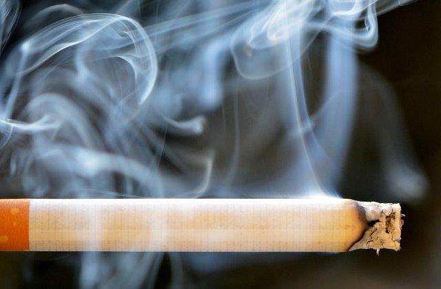O femeie de 53 de ani, arestata preventiv dupa ce si-a ars cu tigara nepoatele si le-a pus sa cerseasca