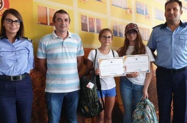 Doua eleve de 12 ani au predat autoritatilor un portofel cu 2.850 de euro si 500 de lei